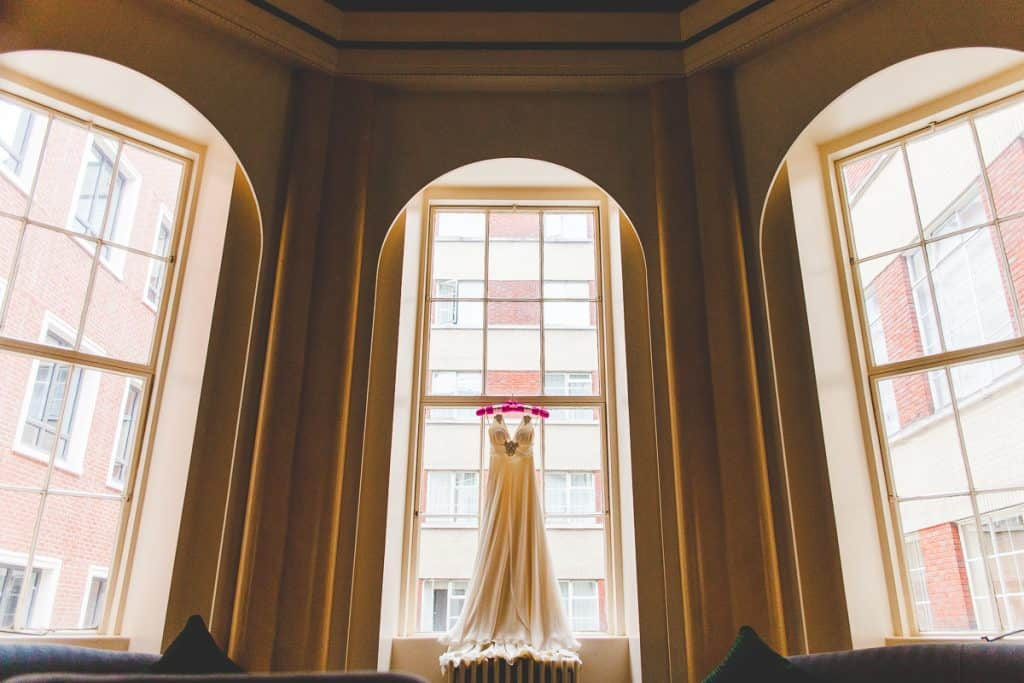 Using the Lansdowne Club architecture to have the Wedding dress